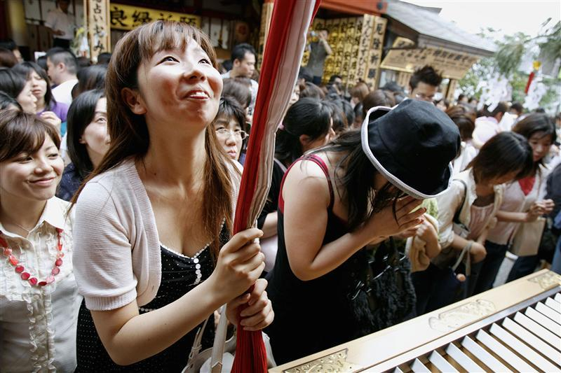 "Women pray for good relationships or good luck in love during ""Tanabata"", or the Star festival, at Jishu shrine in Kyoto. Reuters"